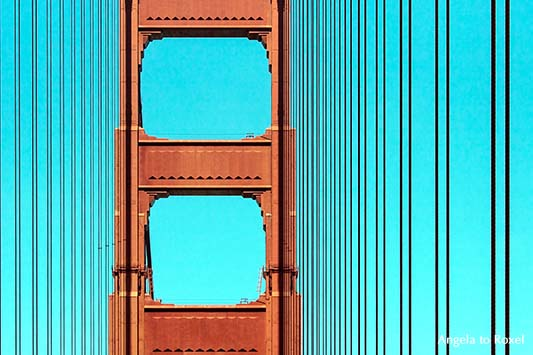 Seile und Pylon, Brückenpfeiler der Golden Gate Bridge,, Detail, Farbkontrast, International Orange und blauer Himmel - Architektur Bilder kaufen